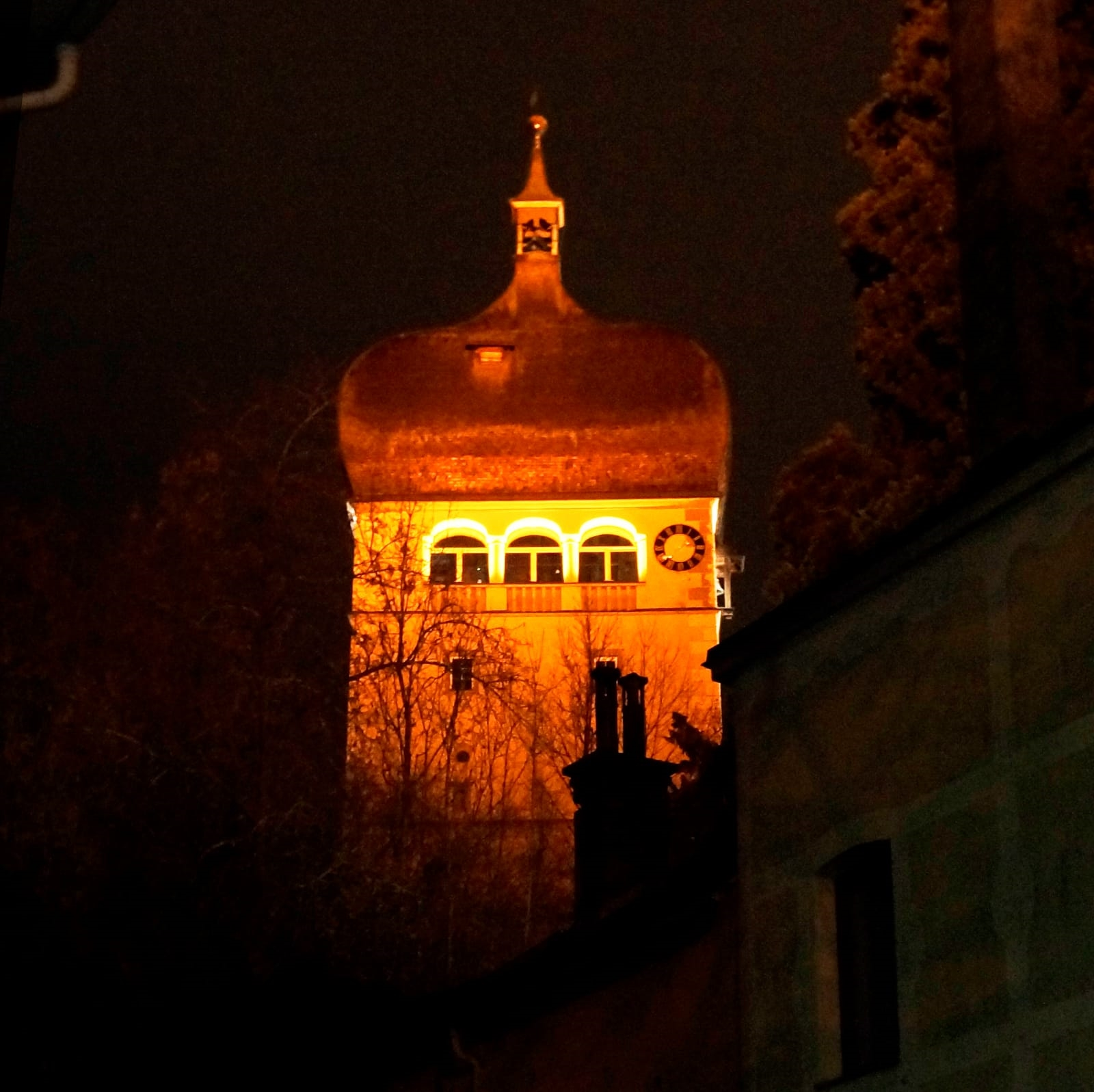 der 'Martinsturm in 'Orange'
